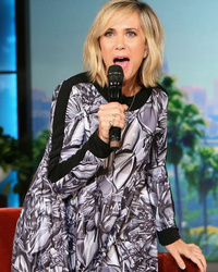 "Kristen Wiig Reveals Big News About ""Bridesmaids"" Sequel, Sings ""Let It Go"" HORRIBLY"