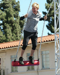 "Ellen DeGeneres Takes On ""American Ninja Warrior"" Course -- Does She Finish!?"