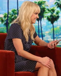 "Anna Faris Congratulates Herself for Marrying Chris Pratt, Then Prank Calls Him on ""Ellen"""