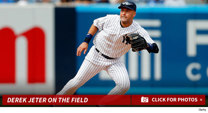 derek-jeter-yankees-baseball-photos-footer