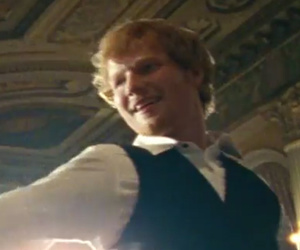 "Ed Sheeran Shows Off Dancing Skills in ""Thinking Out Loud"" Music Video!"