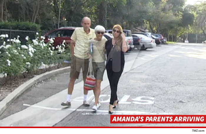1010-amanda-bynes-parents-arriving-01
