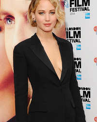 Jennifer Lawrence Stuns at First Event Since Nude Photo Leak