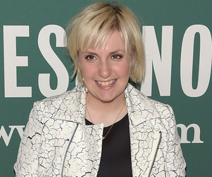 "Lena Dunham Dyes Her Hair ""Mint"" Green --"