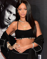 Rihanna Goes Glam, Flaunts Toned Abs at Fragrance Launch