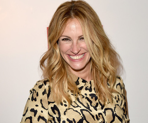"Julia Roberts Says She Took a ""Big Risk"" By Not Getting a Facelift"