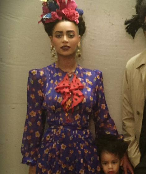 beyonce posts pic of her second halloween costume with blue ivy  u0026 jay z