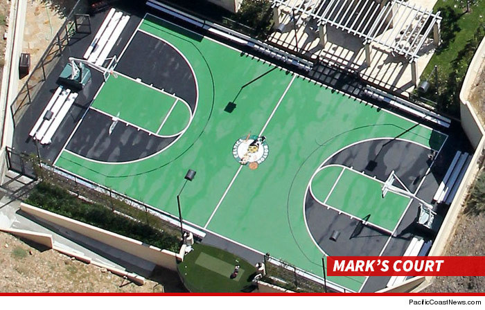 1106-mark-wahlberg-celtics-court3-PCN