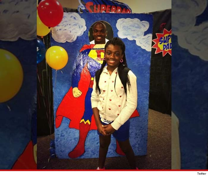 1109-adrian-peterson-daughter-donuts-TWITTER-01