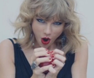 "Taylor Swift Is a Psycho Ex-Girlfriend In ""Blank Space"" Music Video"