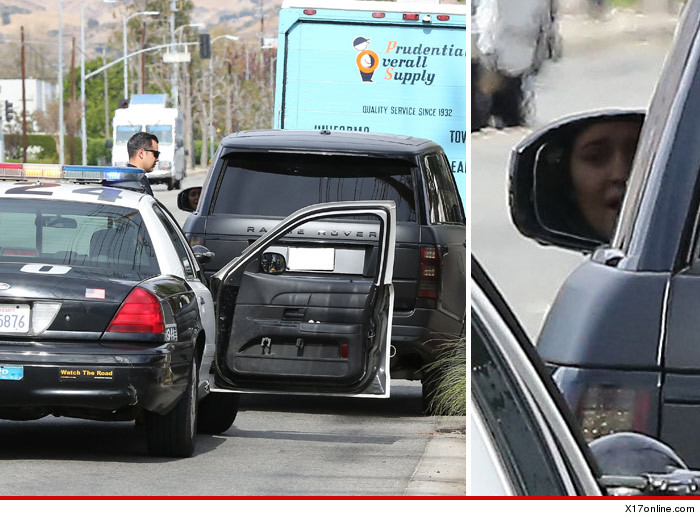 1118_kylie_jenner_pulled_over_x17