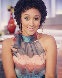 "Tamera Mowry-Housley Shows Off Her Natural Hair on ""The Real"""