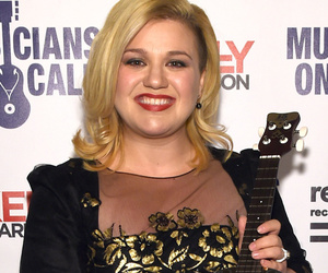 Kelly Clarkson Shows Off Post-Baby Bod & New 'Do on First Red Carpet Since Giving Birth