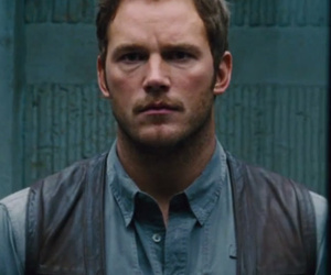 "Teaser for ""Jurassic World"" Gives First Look at Dinosaurs, Chris Pratt"
