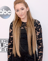 Noah Cyrus, 14, Goes Glam at American Music Awards -- See Her Blonde 'Do!