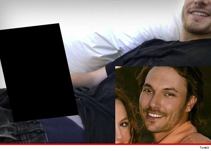 1125-kevin-federline-censored-fake-nude-TUMBLR-02