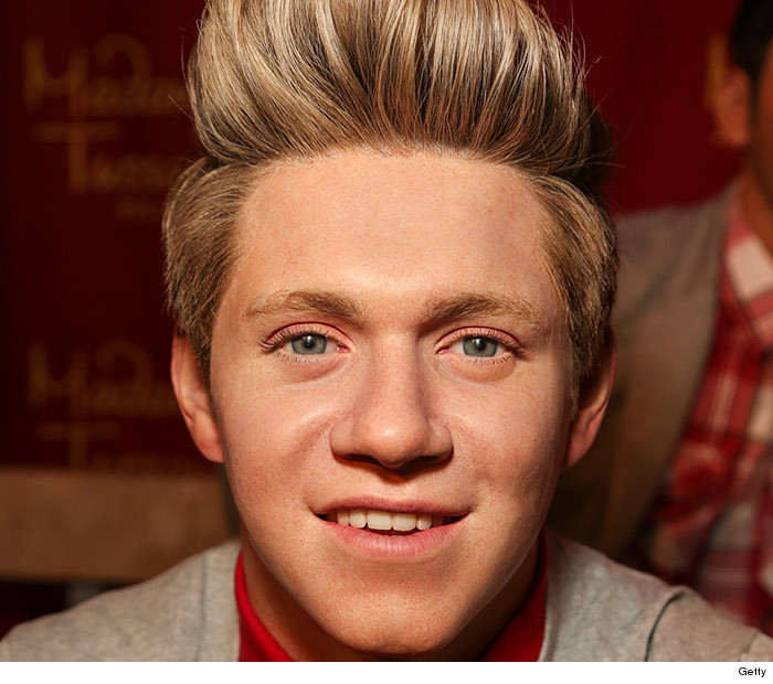 1125_one_direction_wax_01