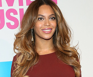 Beyonce, Taylor & More -- Stars Go Glam at Billboard Women in Music Event