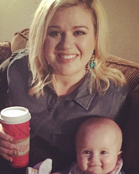 Kelly Clarkson Shares Cute Pic With River -- She's So Big!