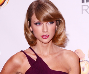 See Taylor Swift's Must-Have Rings For the Holidays!