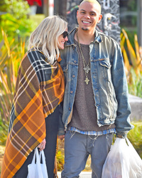Ashlee Simpson Pregnant, Expecting First Child With Husband Evan Ross