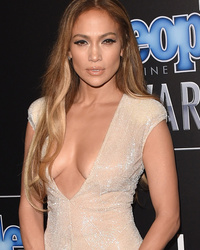 Jennifer Lopez Flaunts Major C