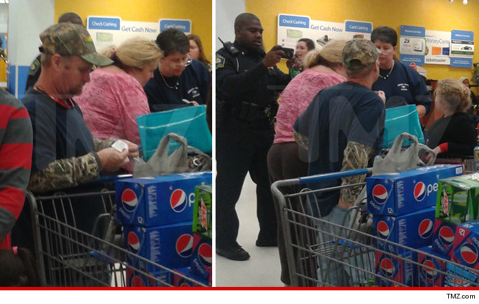 1224-honey-boo-boo-walmart-TMZ-01