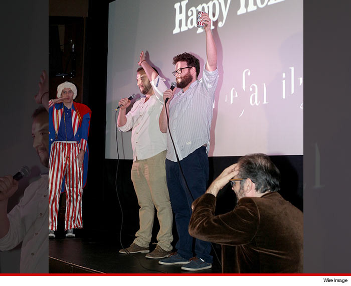 1225-IPAD-seth-rogen-the-interview-screening-cheers-02