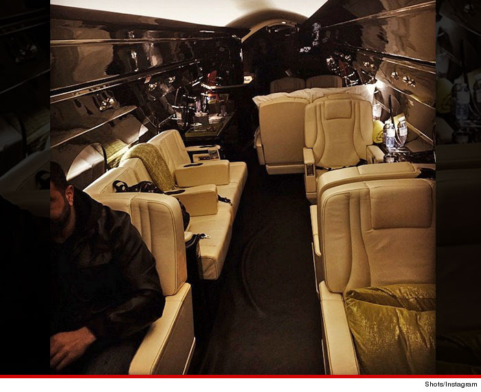 1226-bieber-private-jet-christmas-INSTAGRAM-02
