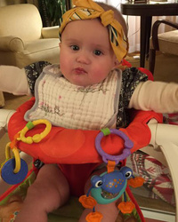 Kelly Clarkson's Daughter River Rose Rocks Bandana in New Photo