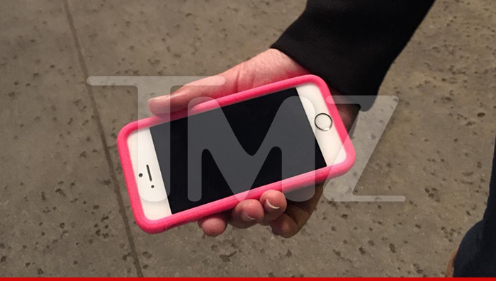 0130-SUB-biebers-trespass-phone-tmz-wm-01