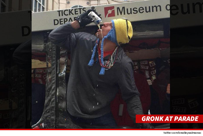 0204_Gronk-at-parade_twitter