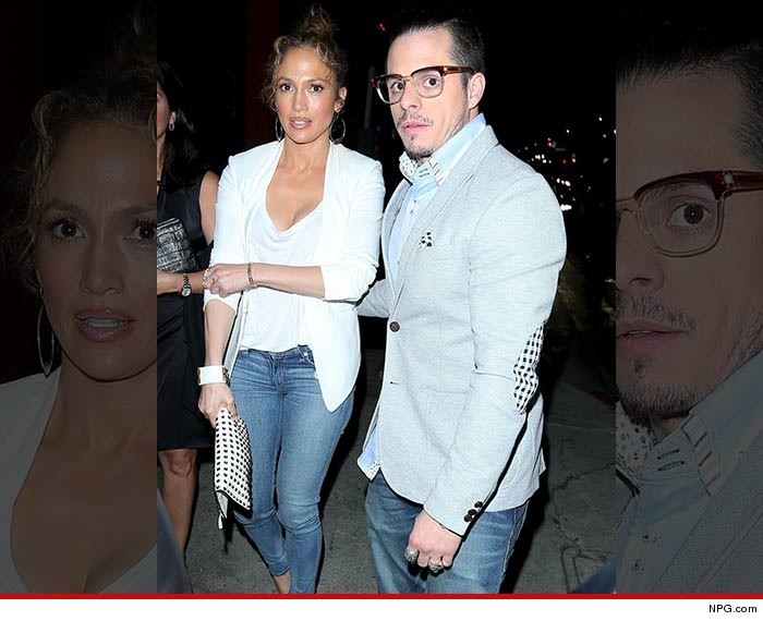 0206-jennifer-lopez-casper-smart-out-last-night-NPG-01
