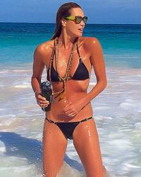 Elle Macpherson, 50, Flaunts Absolutely Insane Beach Bod