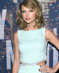 Taylor Swift Jokes About $40 Million Leg Insurance, Says Cat Meredith Needs To Pay Up!