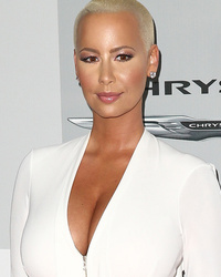 "Amber Rose Speaks Out About Khloe Kardashian Feud: ""I Don't Hate Her"""
