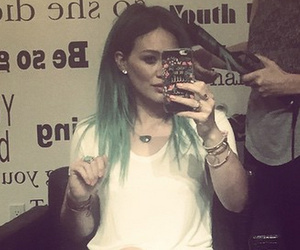 Hilary Duff Channels Kylie Jenner With New Green 'Do!