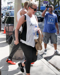 Ashlee Simpson Hits The Gym, Flaunts Baby Bump in Cute Workout Gear!