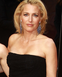 Gillian Anderson Brings Lookalike Daughter Piper to The Olivier Awards