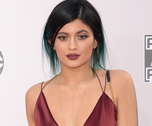 "Ouch! Kylie Jenner Says Sister Khloe Kardashian Is ""More Of A Mom"" Than Kris Jenner"