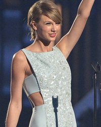 Taylor Swift Wins Milestone Award at ACMAs -- See Her Mother's Touching Speech