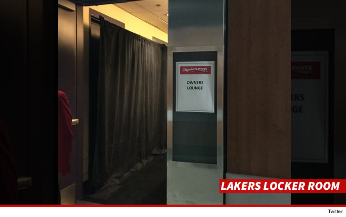 0421-lakers-locker-room-TWITTER-01