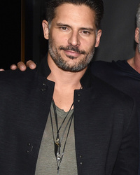 PHOTO: Joe Manganiello Can't Keep His Lips Off Sofia Vergara