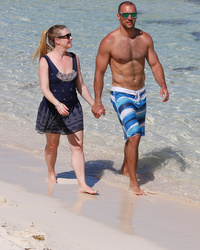 Melissa Joan Hart's Husband Is HOT -- See His Shirtless Beach Bod!