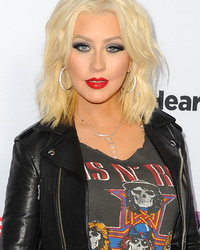 Christina Aguilera Goes Edgy With A Short New 'Do! Like The Look?