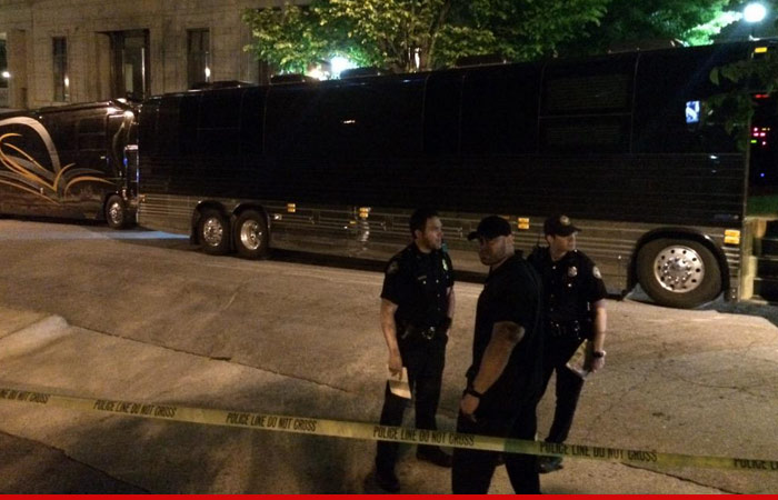 0426-SUB-lil-wayne-police-tour-bus-TWITTER-01