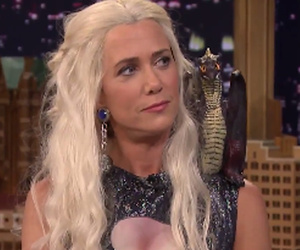 "Kristen Wiig Shows Her Sexy Side in Violet Grey, Shows Up to Fallon as Dany from ""Game of Thrones"""