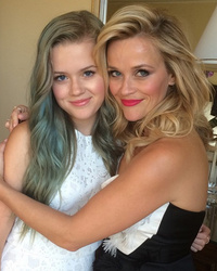 "Reese Witherspoon Posts Rare Pic With Mini-Me Daughter Ava Before ""Hot Pursuit"" Premiere"