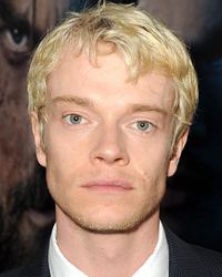 alfie allen screencaps