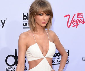 "Taylor Swift Debuts ""Bad Blood"" Music Video at 2015 Billboard Awards -- Watch Now!"